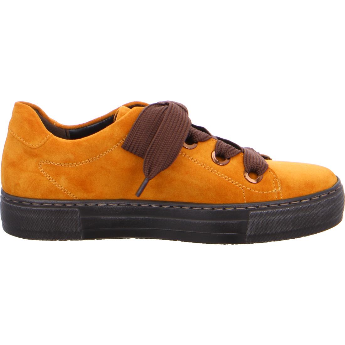 Ara sneaker i karryfarvet ruskind. Set fra siden.
