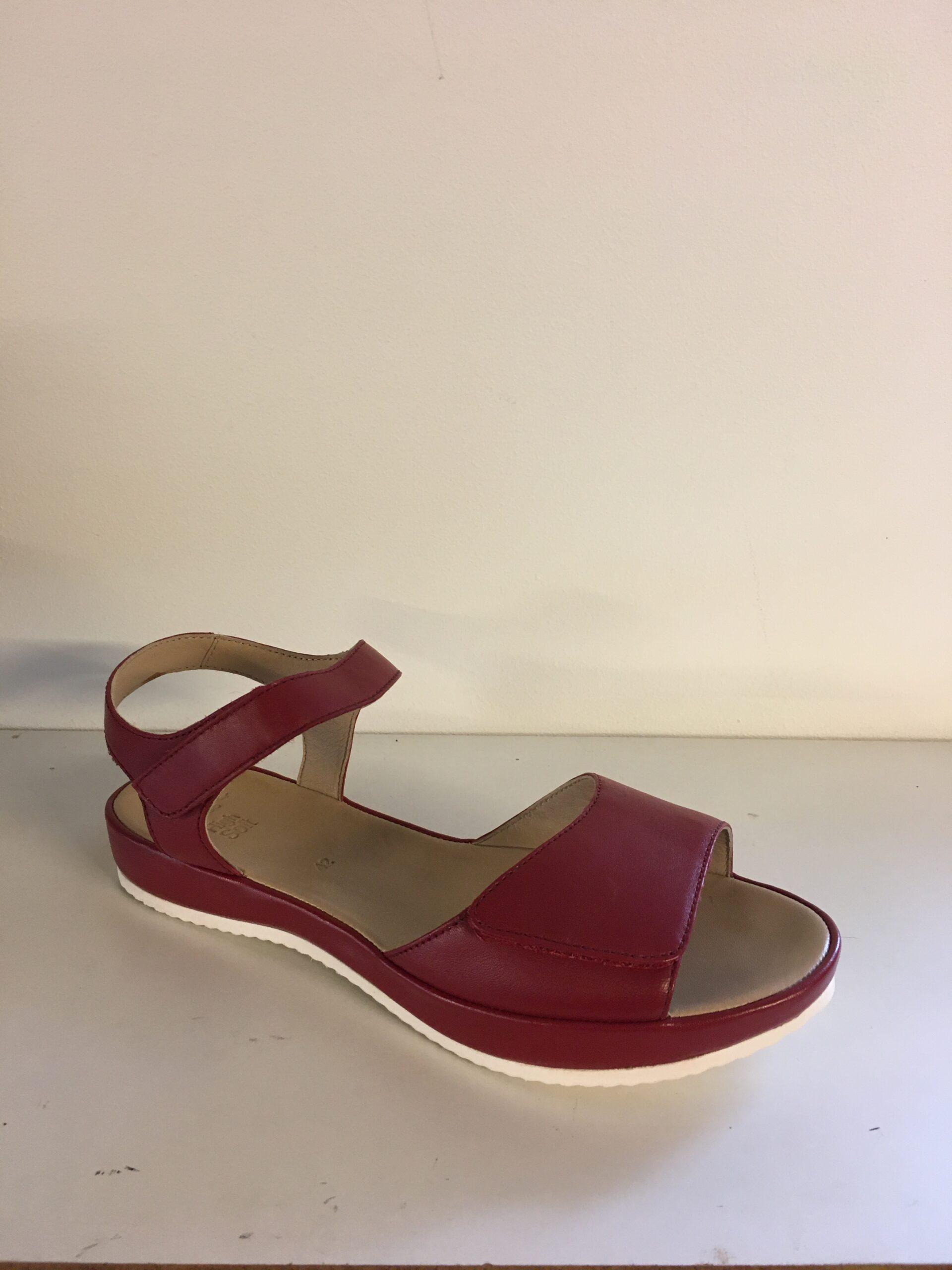 Dame sandal fra Ara, i flot rødt skind